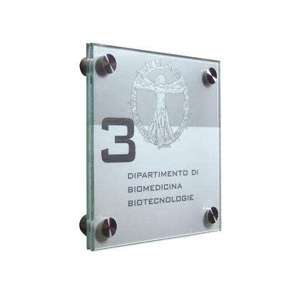 réalisée avec deux plaques de plexiglass joints polis, sur entretoises